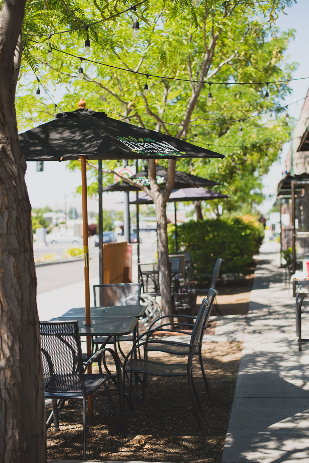 Richland WA parkway Foodies outdoor seating